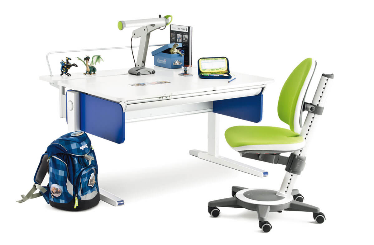детско бюро в синьо