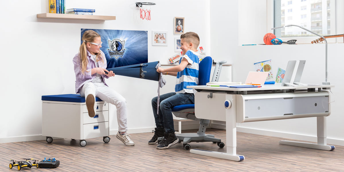 От какво бюро и стол има нужда първокласника?