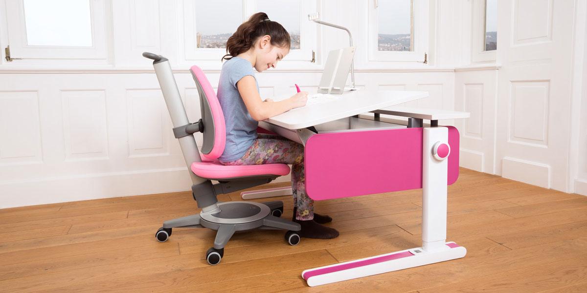 бюро в розово за детска стая