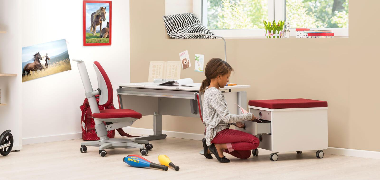 контейнер и бюро за детска стая