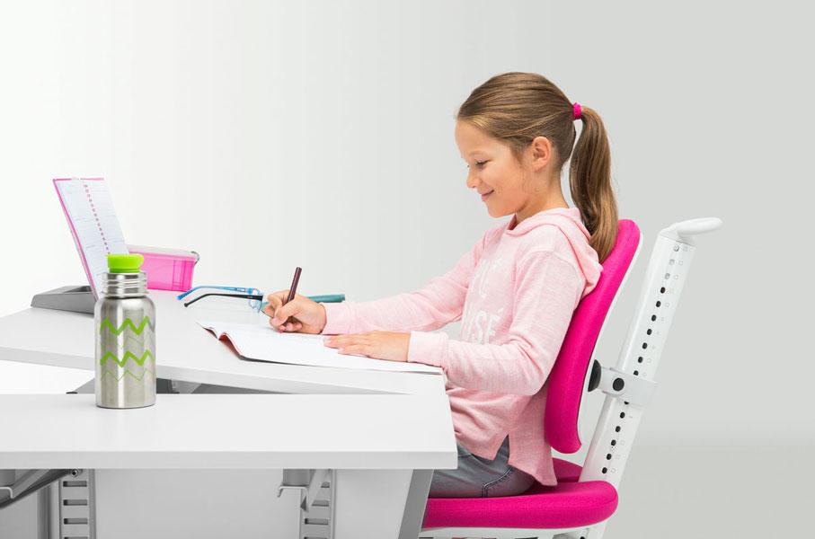 регулирането на наклона на плота на бюрото
