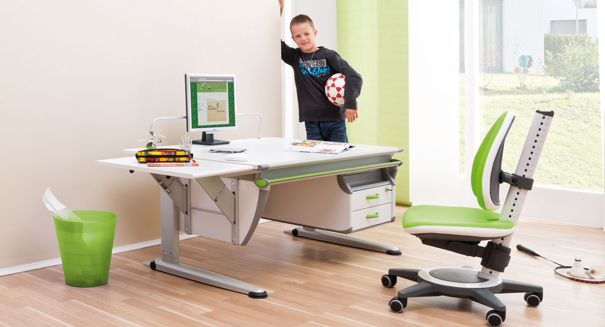 Момческа стая със стол и бюро moll