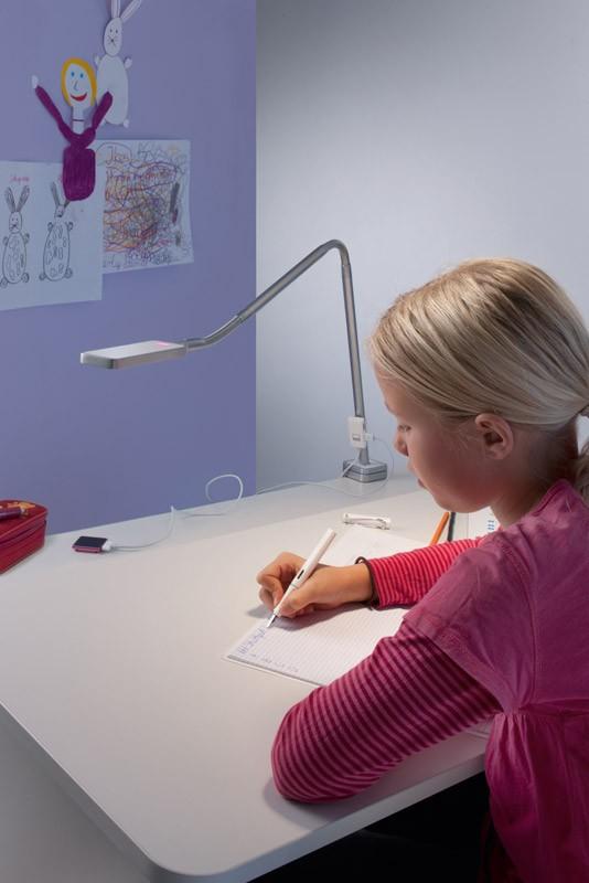 лампа за детско бюро