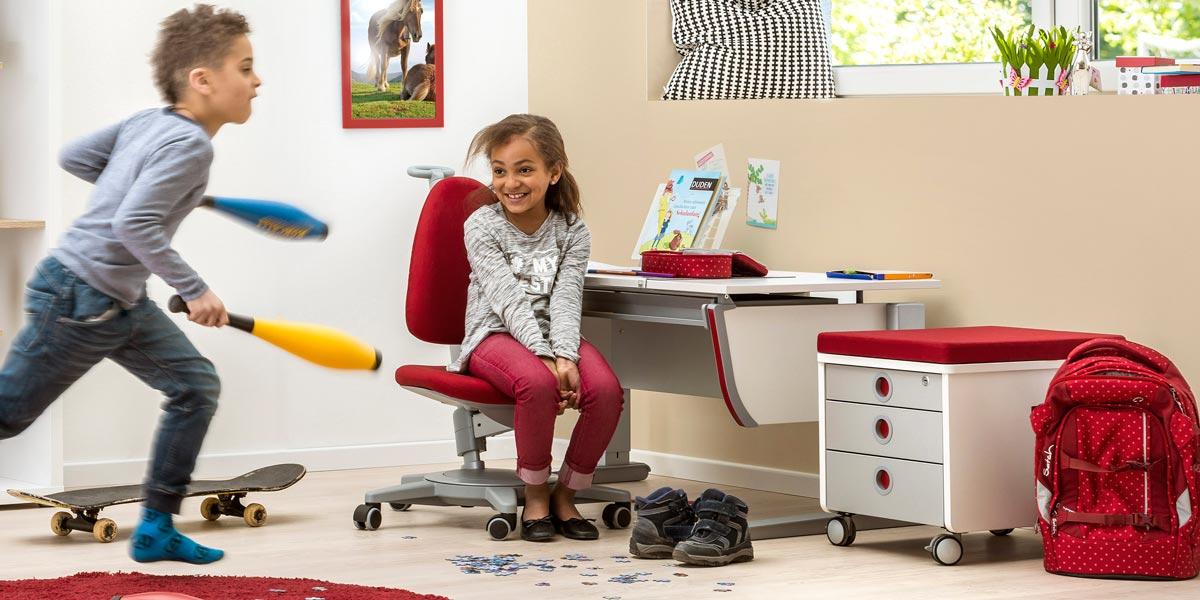 ергономичното бюро в детската стая