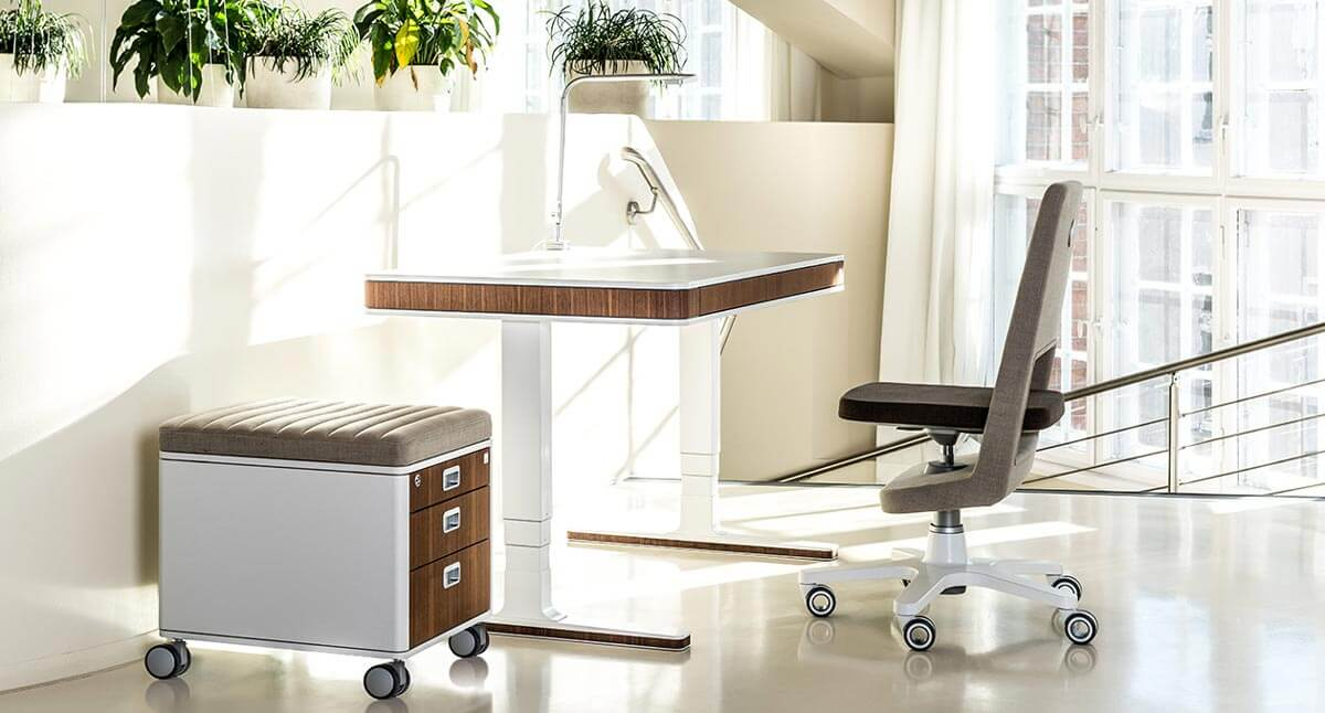 работен кът – бюро, стол, контейнер, лампа