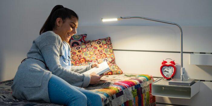 Настолна лампа за юношеската стая
