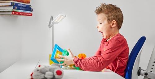 лампа за бюрото в детската стая