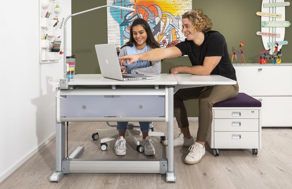 бюро за юношеска стая